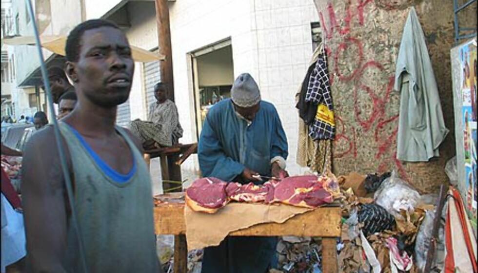 Prisnivået i Dakar er relativt høyt, men på det lokale markedet er prisene lang hyggeligere - for den som har en tøff mave.