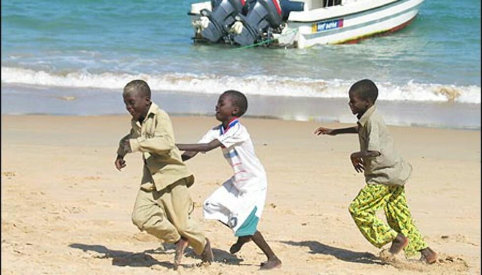 Glade barn er også et av Dakars mest trivelige kjennetegn.