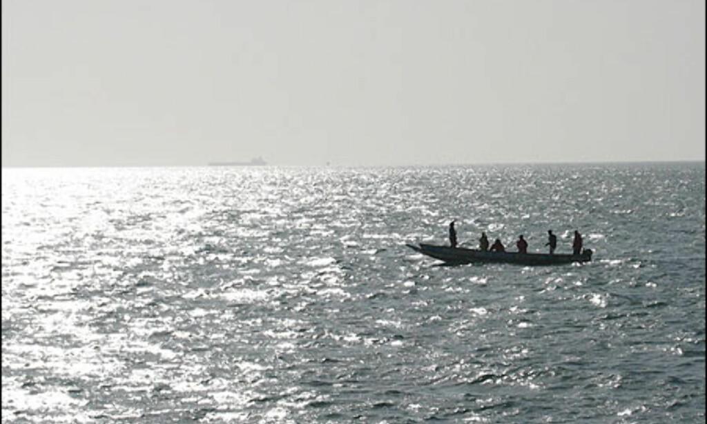 På vei ut på havet møter man alltid de typiske lokale fiskebåtene.