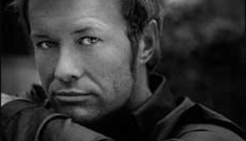 Magne Furuholmen og Nils Petter Molvær har skrevet et bestillingsverk til Frozen Waterfall Concerts 2004.