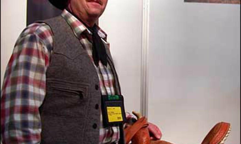 En ekte cowboy fra North-Dakota, Ron Wanner, vil at du skal prøve deg på villmannsferie på Knife River Ranch. Her kan du leke cowboy på ekte vis, og delta i merking og innhenting av kveg. Foto: Inga Holst Foto: Inga Holst