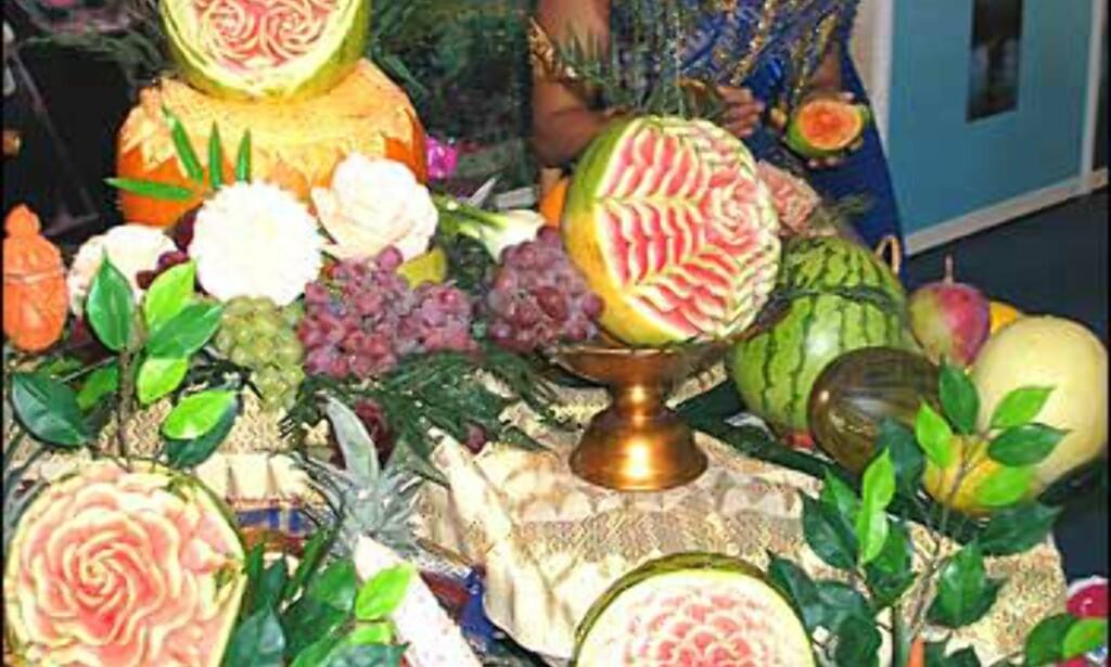 Imponerende fruktkunst fra Thailand. Foto: Karoline Brubæk Foto: Karoline Brubæk