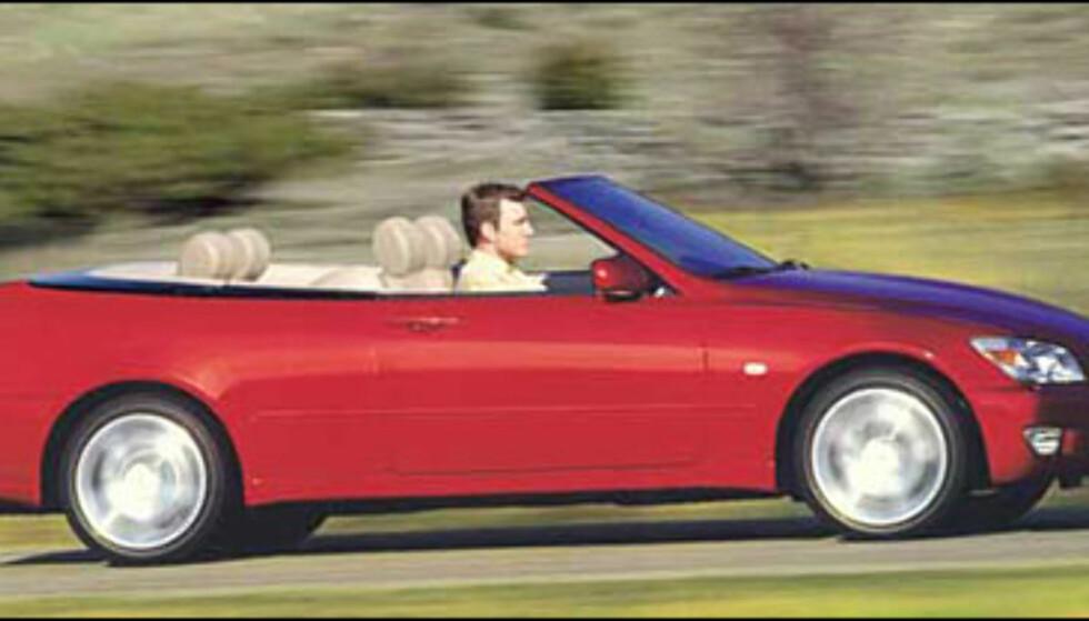 En toppløs Lexus IS200 er ventet til neste års bilutstilling i Paris (manipulert bilde).