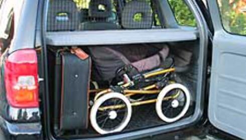 Joda, vi fikk plass til en koffert og barnevogna på tvers. Men veldig god plass fikk vi ikke.