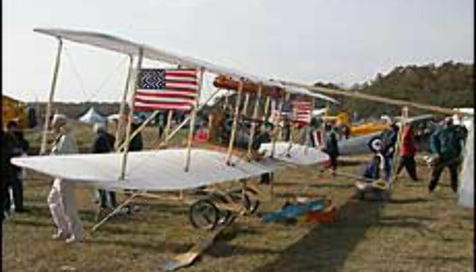 Bilder fra markeringen av flyjubileet, gamle fly på utstilling i Kitty Hawk. Foto fra Outerbanks.org Foto: outerbanks