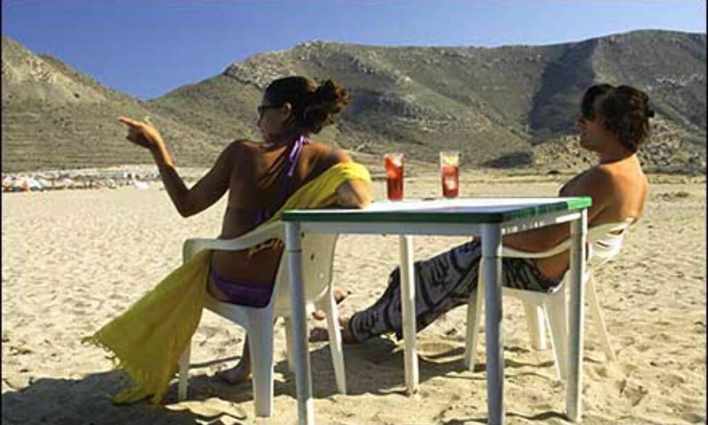 På Playa del Playaso er sjøen varm, sanda myk og drinkene iskalde. Foto: www.photito.com/ Spencer Montero