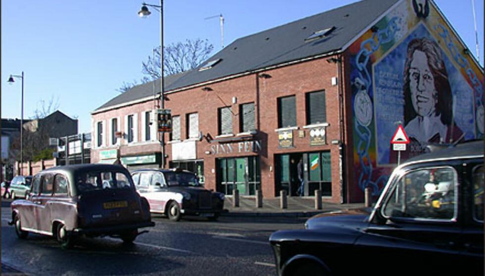 BELFAST: Huset tilhører Sinn Fein. Det sies at de katolske bydelene i Belfast ikke har veggmalerier slik som unionistbydelene fordi katolikkene vet at Belfast tilhører dem, og at det følgelig ikke er nødvendig å markere det gjennom slagord og grafitti.