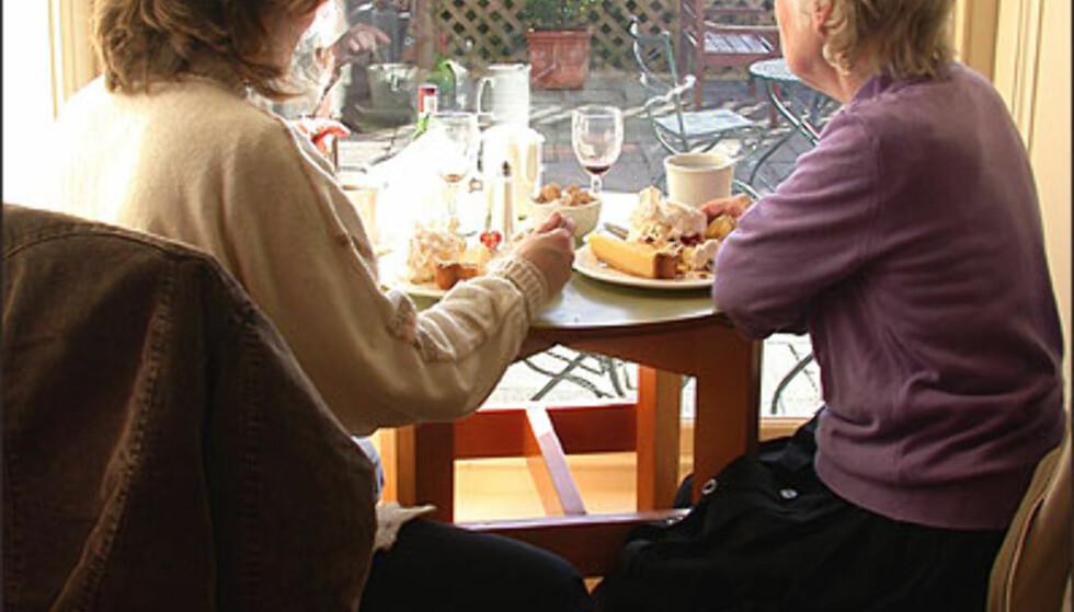 TEATIME: Scones, te og krem til formiddagsmat. Foto: Inga Holst