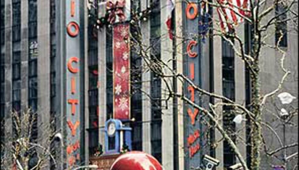 "Radio City Music Hall i festskrud. <I>Bilde: <A TARGET=""_blank"" HREF=""http://www.nycvisit.com"">Copyright Kevin McCormick/NYC & Company, Inc</A></I> Foto: Copyright Kevin McCormick/NYC & Company, Inc"
