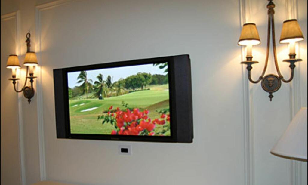 En av tre plasmaskjermer i suiten.