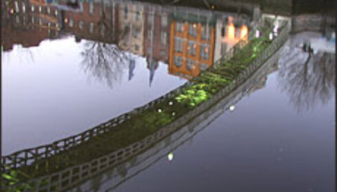 Phil Lynotts berømte Old town-video ble spilt inn på den trafikkerte Ha' Penny Bridge.  Foto: Inga Holst Foto: Inga Holst
