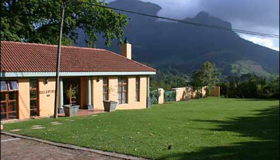 Gjestehus ved en vingård utenfor Stellenbosch. Stedet heter Le Pommier, og vingården Zorgvliet.