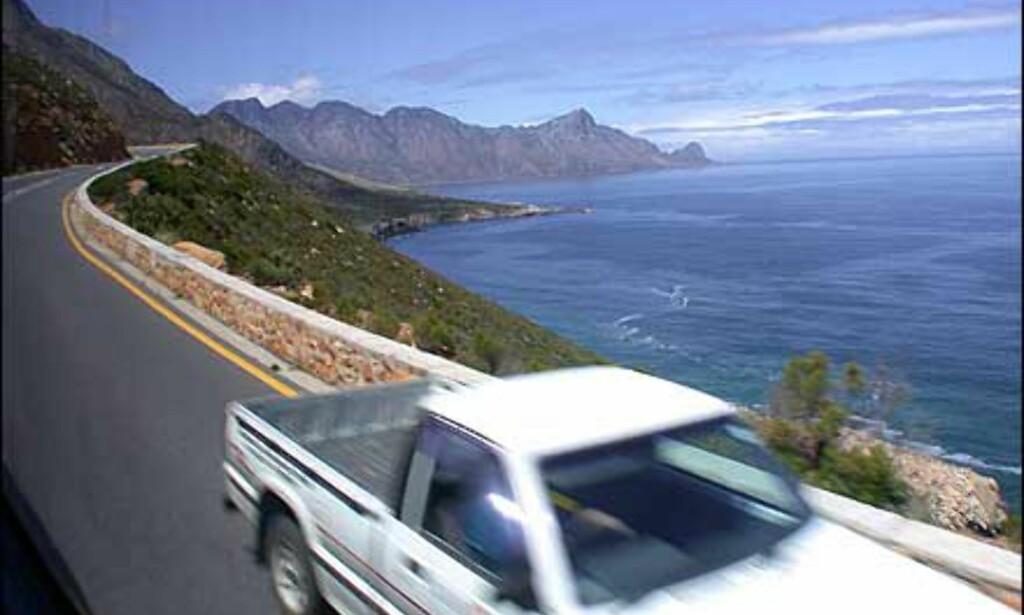 Fine veier å følge mellom vinfarmer og vindistrikter, men det er venstrekjøring i Sør-Afrika. Enda en grunn til å vokte promillen.