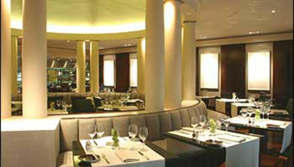 Klassiske søyler i restauranten på Park Hyatt Paris-Vendome.