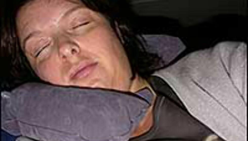 Å sove på nest bakerste rad ... Undertegnede greide å få noen timers urolig søvn, men senga er å foretrekke!
