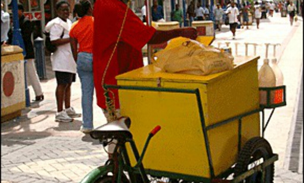 Fargerikt handelsliv i hovedstaden Bridgetown. (Alle bilder: Dag Yngve Dahle).