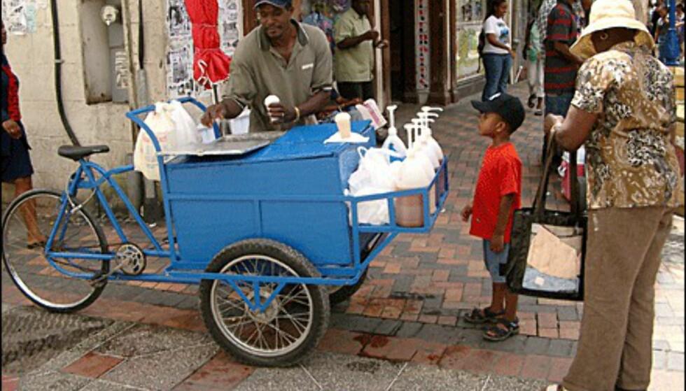 Gutt som gleder seg. Fra Bridgetown. (Foto: Dag Yngve Dahle).