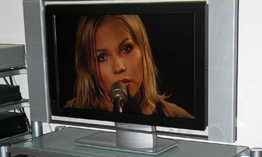 Bilde tatt direkte fra TV-skjermen. Vi nyter den nye DVD-platen til Lene Marlin - Another Day som er i salg nå.