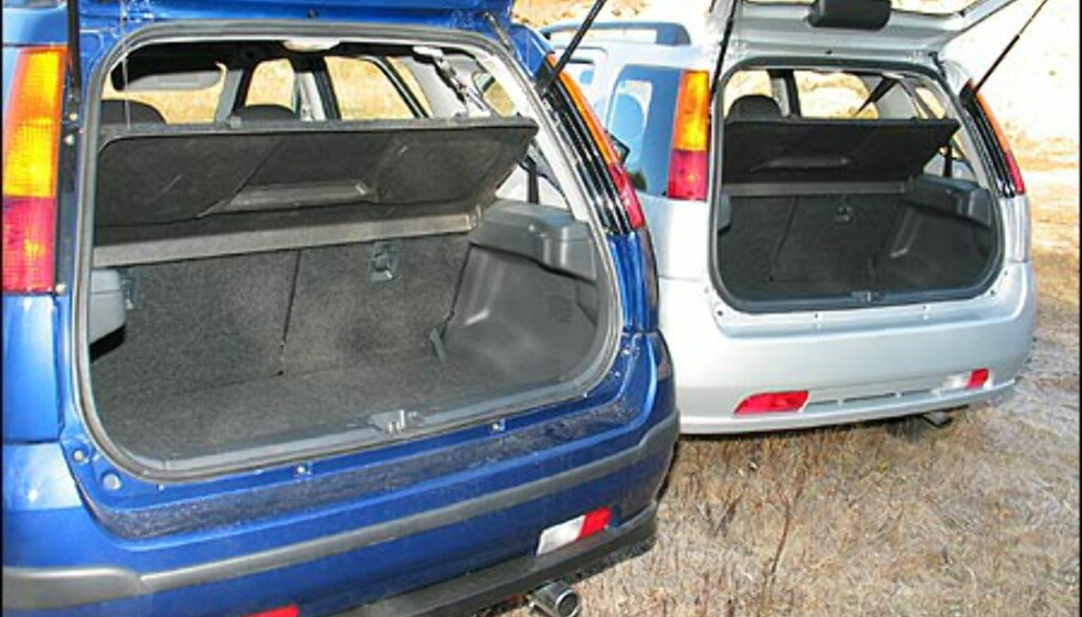 Suzuki Ignis SUV til venstre.