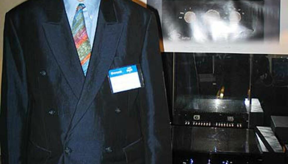 Friedrich Scäfer er mannen bak de lekre produktene til ASR og du kan møte ham på messa. Her foran ASR Emitter.