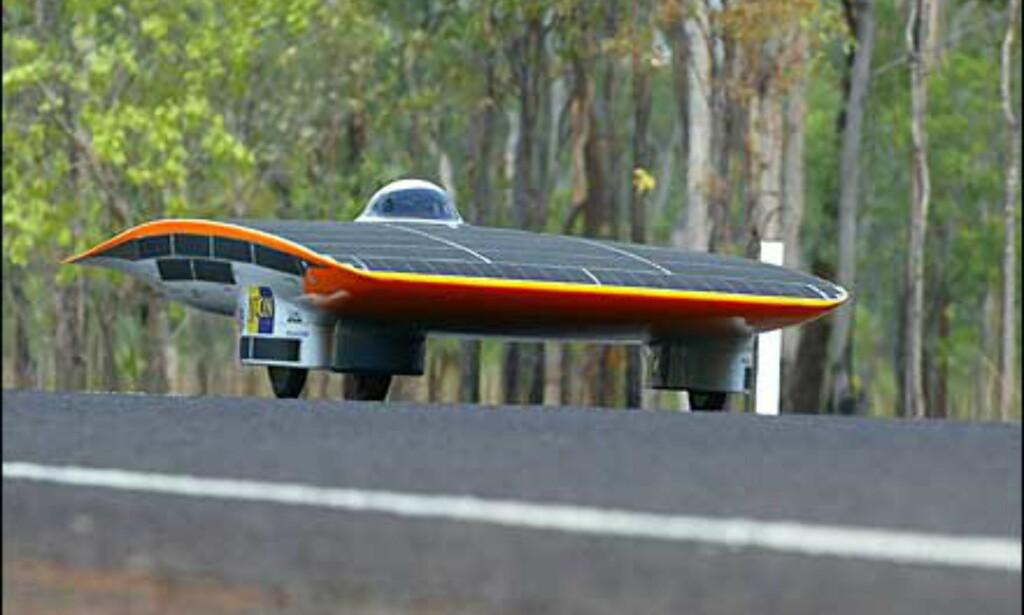 Nederlandske Nuon II satte i år rekord på veien fra Darwin til Adelaide. Foto: Foto: David Hancock/World Solar Races