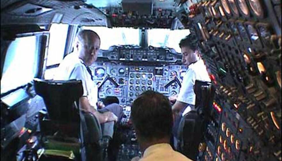 Det hører med til tradisjonen ombord i Concorde med et besøk i cockpit. Moro selv for store barn!