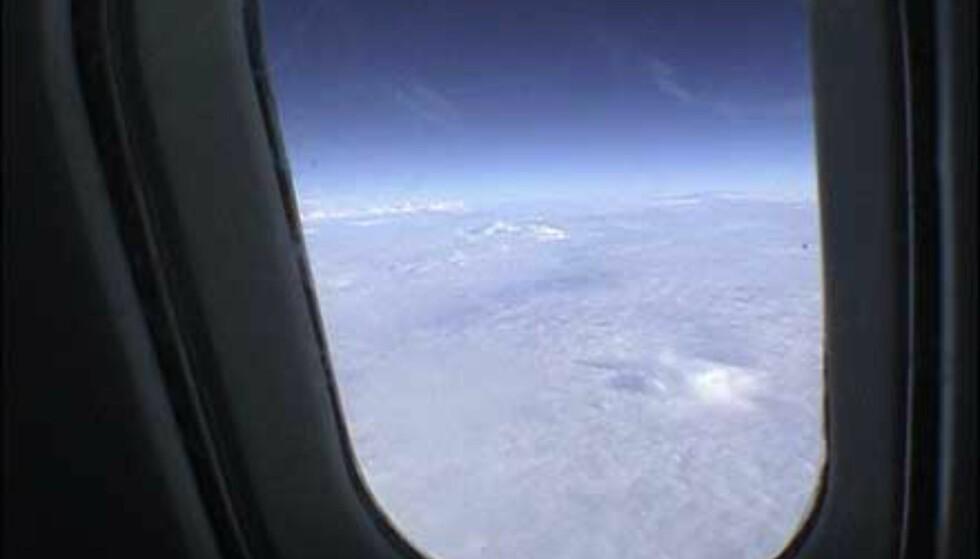Concorde flyr så høyt at du kan se jordens krumning ut av de små vinduene.