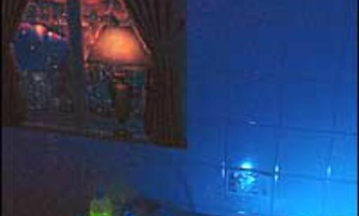 Bluelight og vannfall.