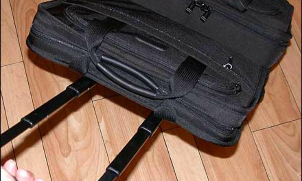 Dette nylonsettet fra Tumi består av en kabinkoffert i trillevariant og en PC-veske som kan tres på kofferthåndtaket. Samlet pris er 6.500 kroner hos Steffen.