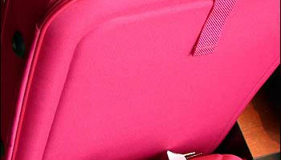 Feminine knallfarger på dette settet fra Vezzano. Hyggelig pris hører med - du får kofferten for 699 kroner og veske for 498 kroner, hos Franz Schulz.