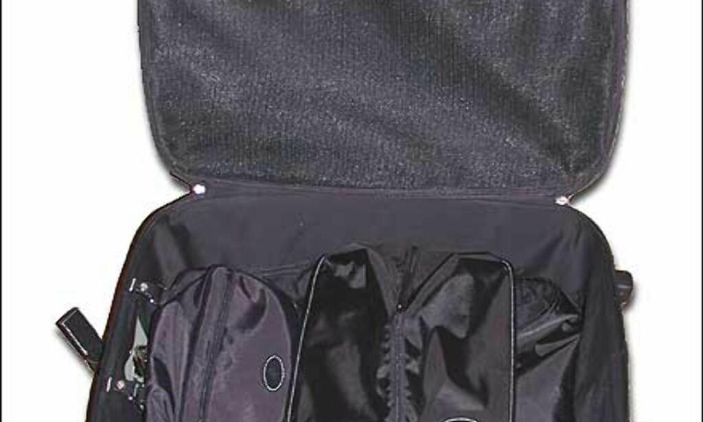 Koffert fra Mulberry - med på kjøpet følger skopose, toalettmappe og dresspose. Kofferten er i Scotchgrain - et lærlignende stoff i bomull og pvc. Besetninger i skinn. Pris for stor koffert er 5.500, medium koster 5.300 kroner.