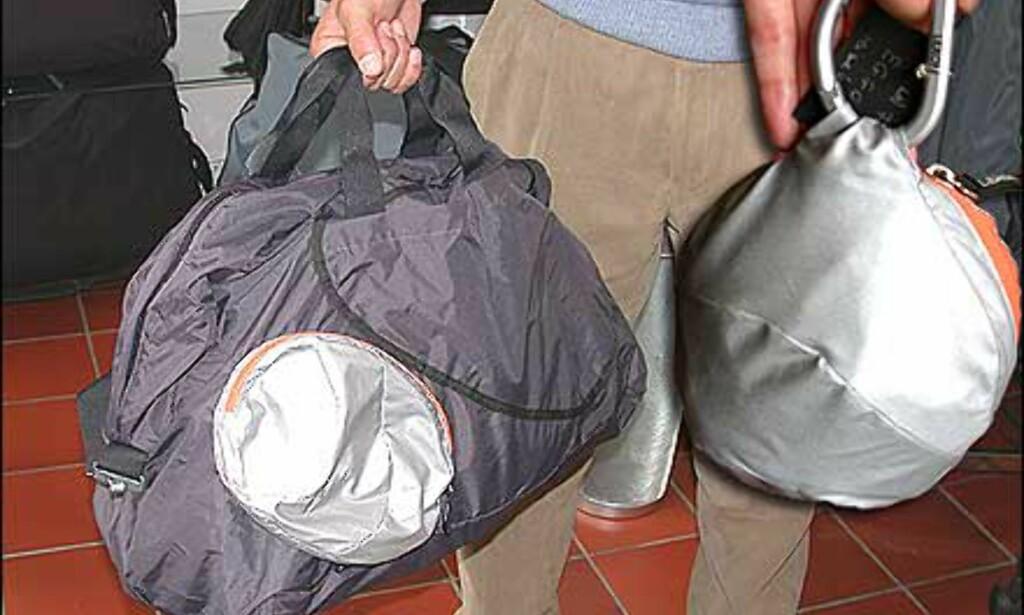 Eggo reisebag fra Lexon, helt sammenleggbar (se den sølvfargede ballen til høyre). Pris - 350 kroner.