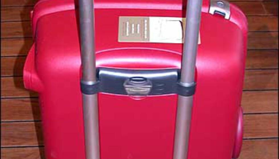Greier du ikke legge tankene om en knallhard plastkoffert på hylla? Her er en frisk variant fra Samsonite i knall rødt. 78 liters rom og trillestativ - prisen er 1.379 kroner hos Franz Schulz.