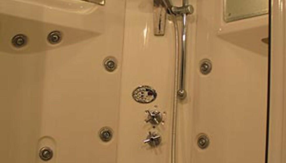 Utallige dyser i dusjen bør gjøre det mulig å få vannmassasje akkurat der du vil