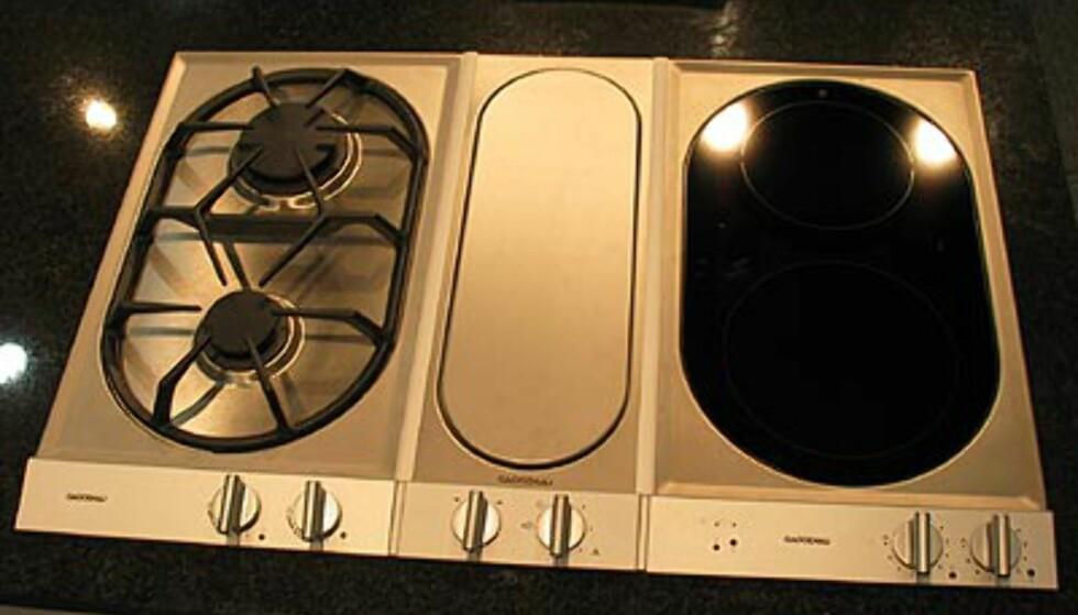 Gaggenau: Perfekt for deg med åpen kjøkkenløsning. Her er nemlig ventilatoren kun synlig når den er i bruk. Ligger ellers skjult i midten på bildet