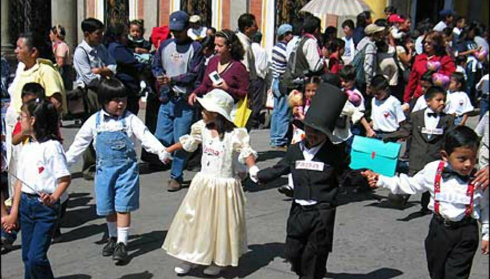 Barna i paraden krever familie for alle. Foto: Lene Heiberg