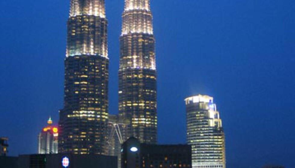 Kuala Lumpurs mest kjente landemerke: Twin Towers - sett fra Mutiaras tak.