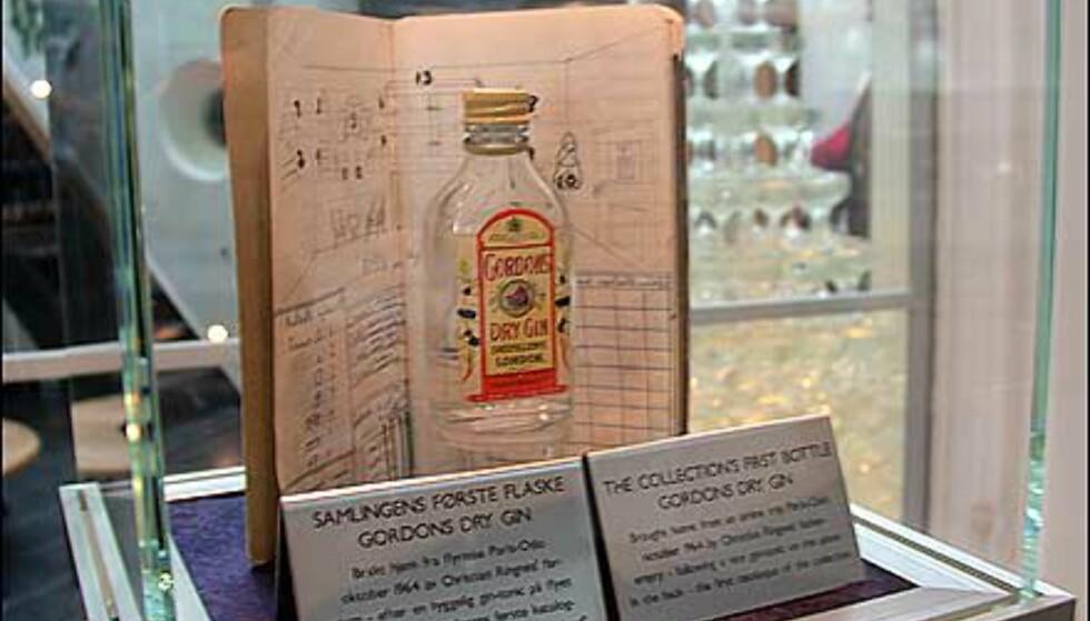 Den første flasken i samlingen - en ginflaske som den unge samler fikk av sin reisende far.