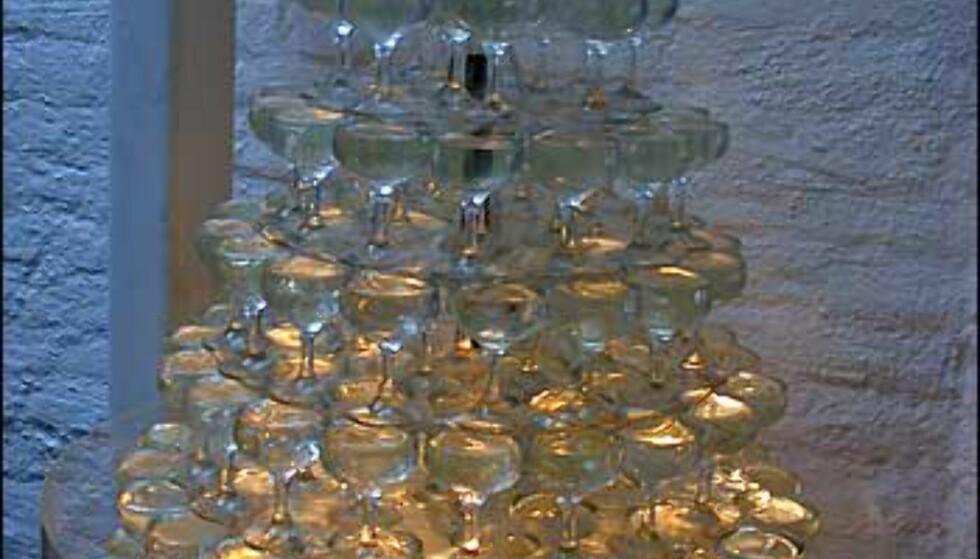Champagnetårn møter oss ved inngangen. Dessverre er det bare vann som flommer over ...