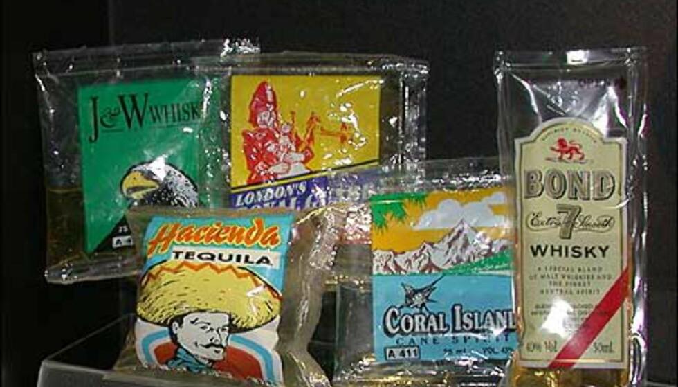 På museet finnes også eksempler på andre små beholdere av sterk drikke. Her i plastposer.