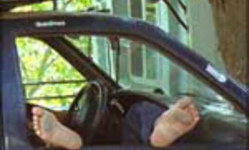 Smartere å avkjøle tærne i vanlig luft enn med klimaanlegg - det fikk den britiske sjåføren bittert erfare.