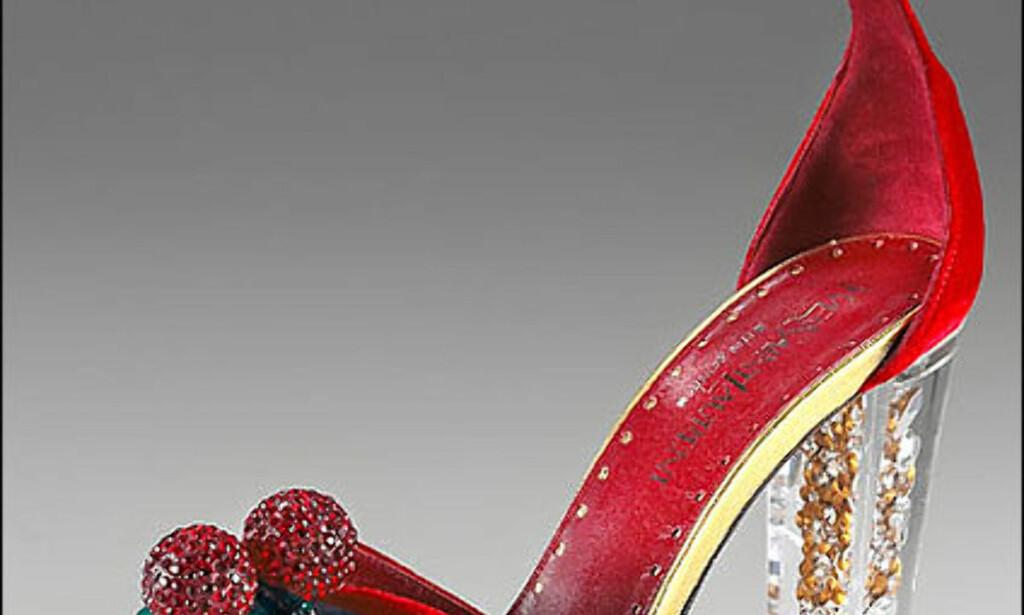Fløyelsglitterati-sko fra Yves Saint Laurent Rive Gauche. Skoene koster rundt 3.000 kroner hos Kamikaze Donna i Oslo.  Foto: Neimanmarcus.com Foto: Foto: Neimanmarcus.com