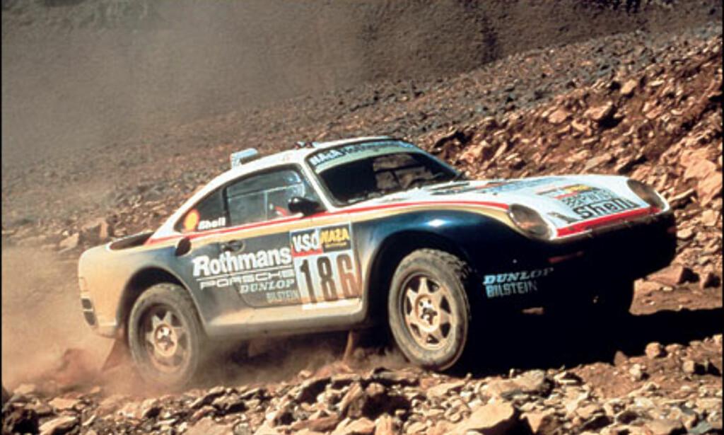 1986: Porsche 959 Paris-Dakar. Porsche lar denne gå inn i 911-historien og skryter av å ha vunnet det hardeste Paris Dakar noen sinne. En distanse på 13.800 kilometer.