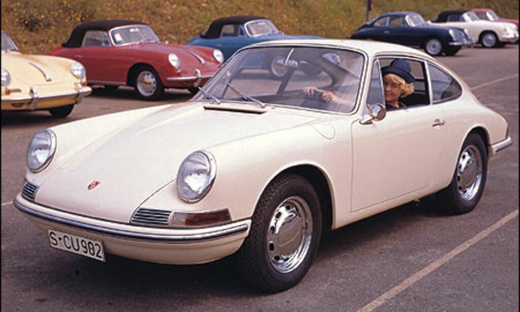 1964: 911 2.0. 356 C-modellene i bakgrunnen ble produsert frem til 1965.