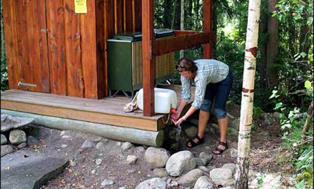 Faslitetene består av utedass og vannkanne på trammen for håndvask.