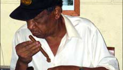 En ekte sigarkjenner. Foto: Lene Heiberg