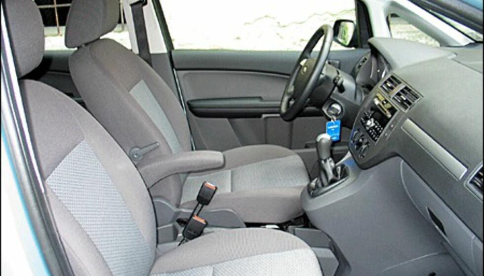 Legg merke til at det bare er armlene på førersetet. Vi savnet det i passasjersetet.
