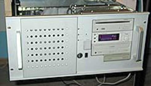 Den gamle utrekkbare PC-skuffen - ny er allerede montert og på plass.