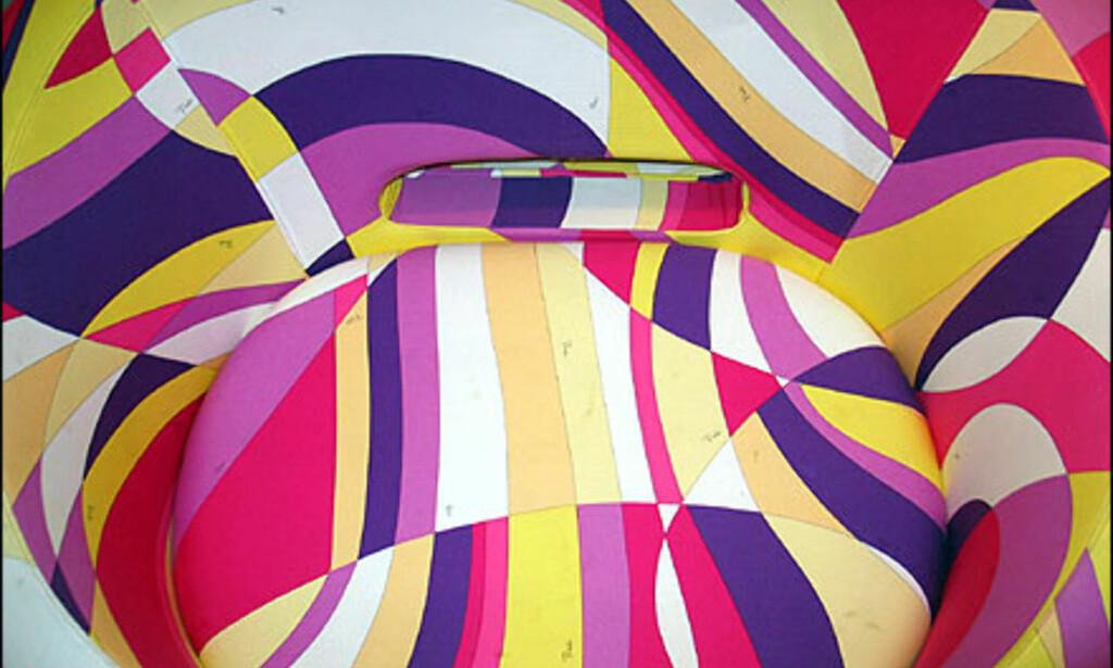 Cappelini står bak denne Pucci-mønstede kreasjonen. Den koster 25.695 hos Expo-Nova møbelgalleri i Oslo.  Foto: Inga Holst