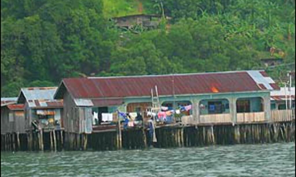 Landsbyen sett fra sjøen.